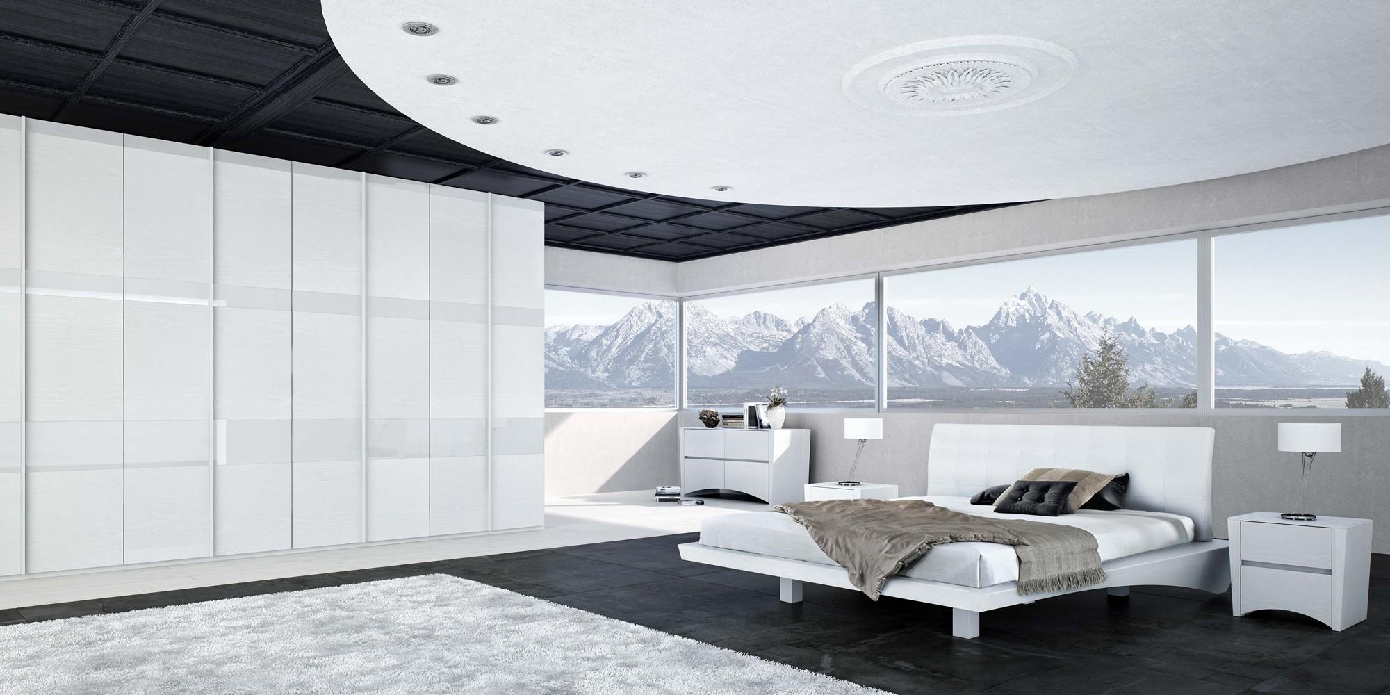 Habitación con grandes ventanas