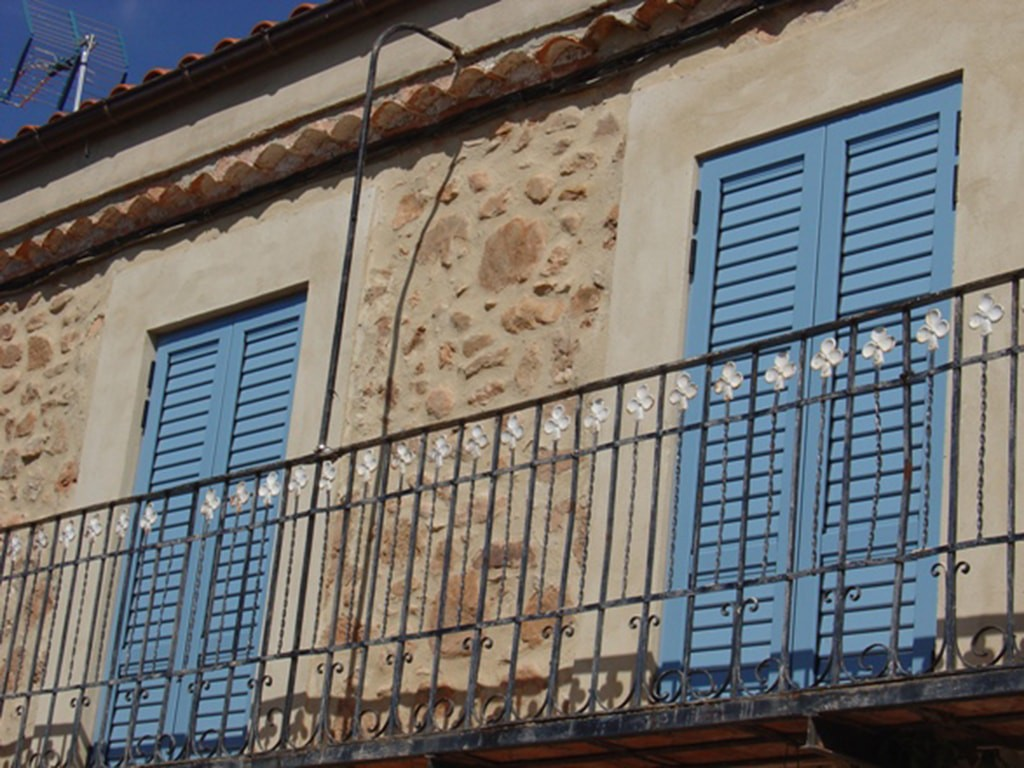 Mallorquinas azules de la balconera