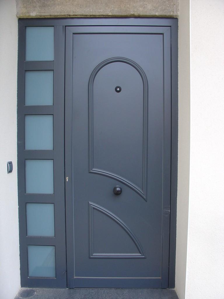 Panel decorativo para puerta de aluminio