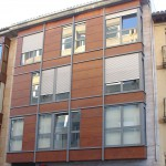 Acceso edificio de viviendas en C/ Ferial