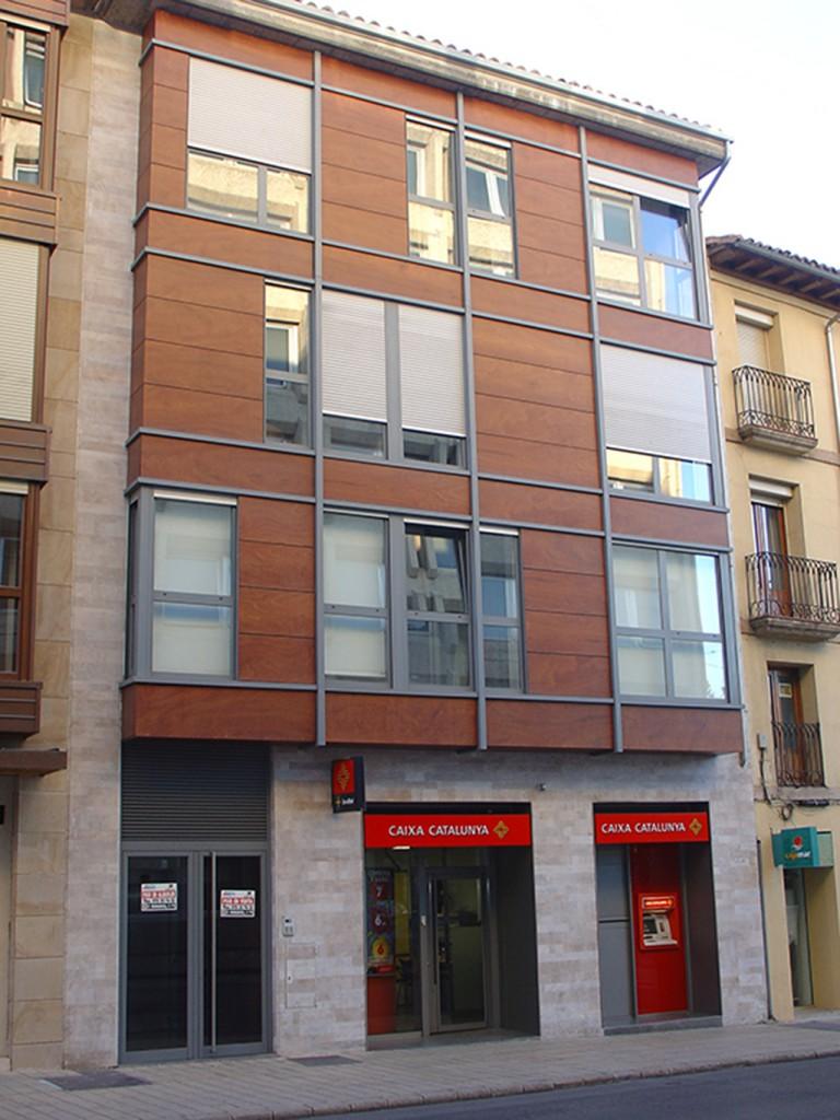 Fachada edificio de viviendas en C/ Ferial