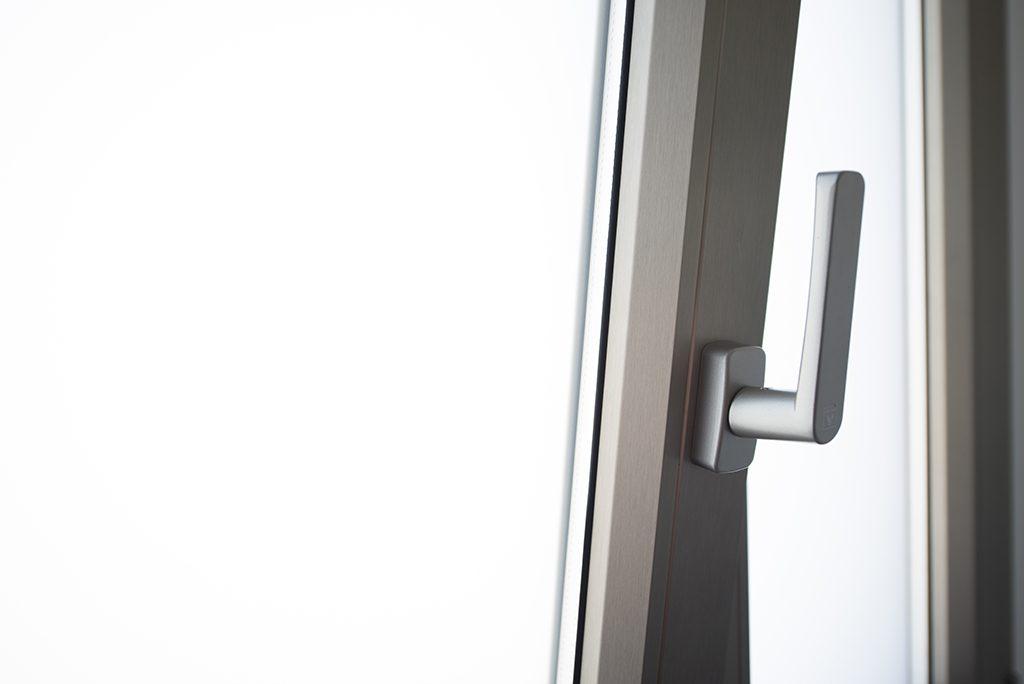 Manilla para apertura oscilobatiente ventajas en ventilación
