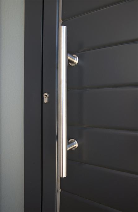 Tirador inox puerta de aluminio