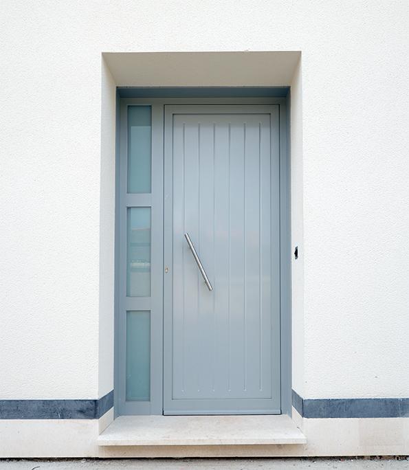 Puerta de aluminio con vidrio mate